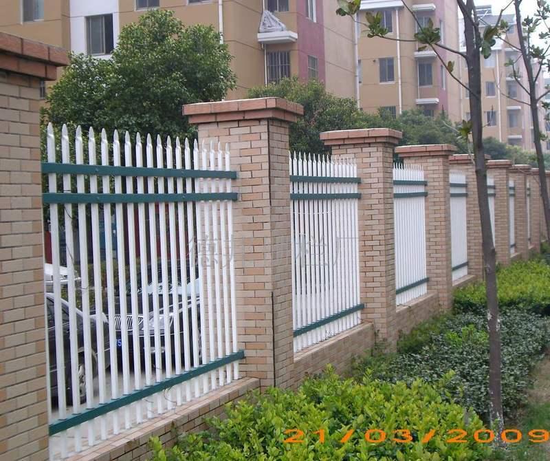 小区外围护栏