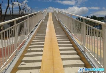 贵安新区人行天桥护栏工程