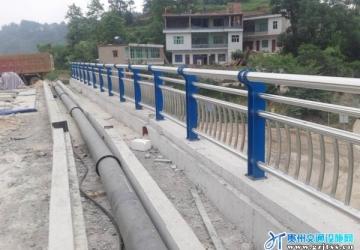 花溪青岩北部环线人行道及桥梁护栏工程